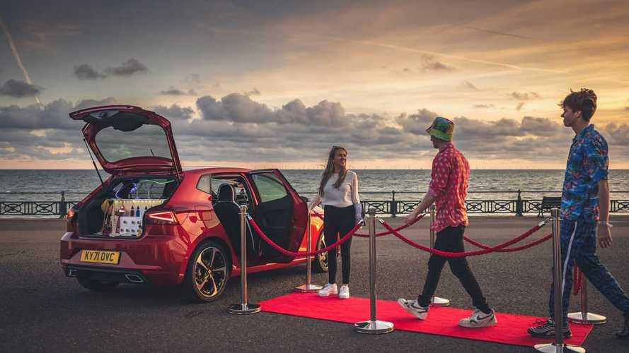 La più piccola discoteca al mondo è dentro una… Seat Ibiza