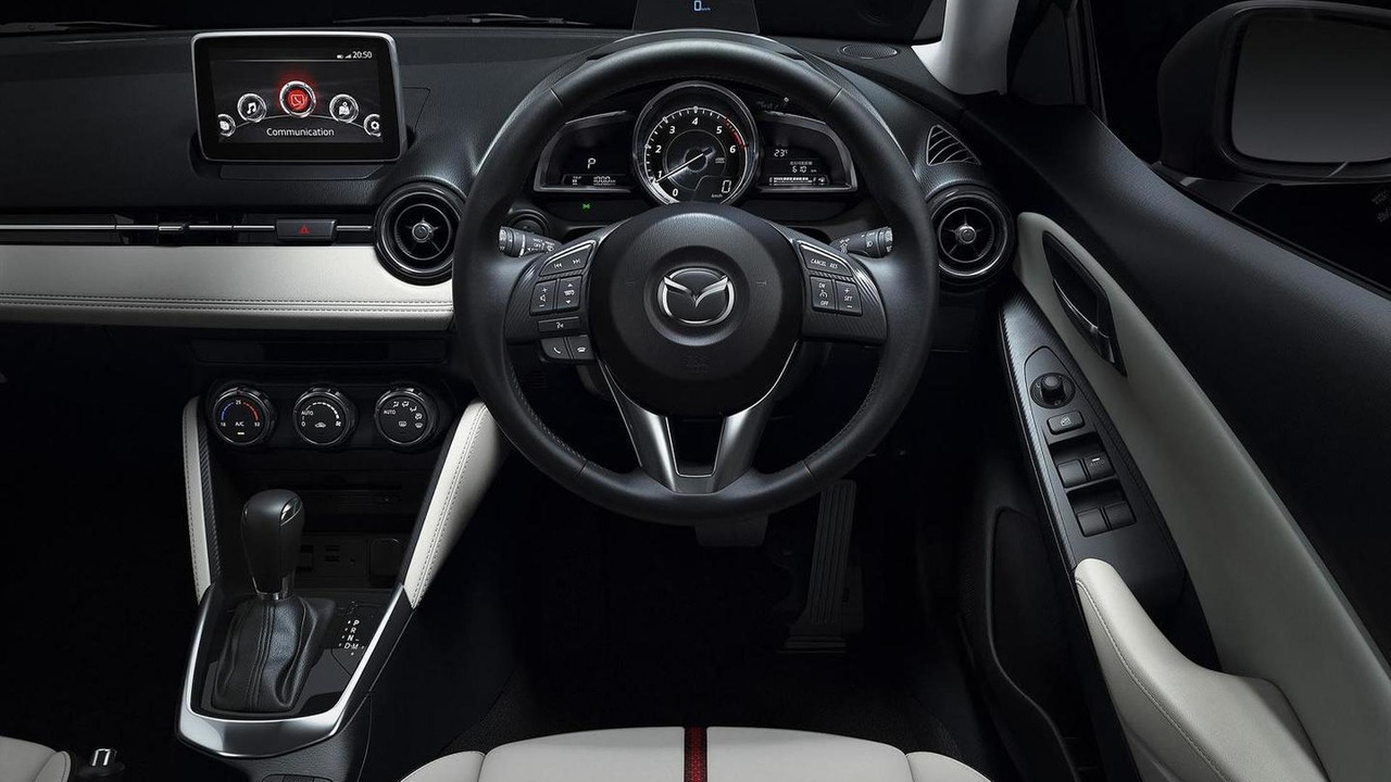 Kekurangan Mazda 2 2015 Perbandingan Harga