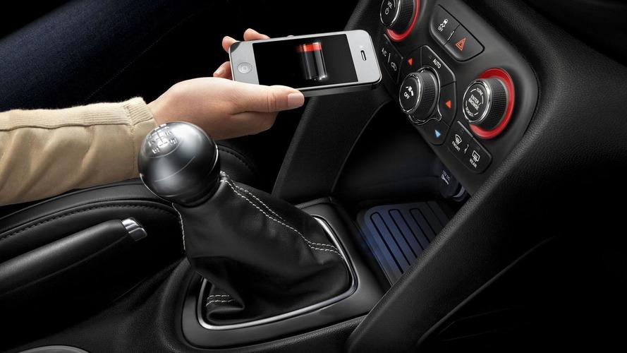 Chrysler shows off wireless recharging tech [video]