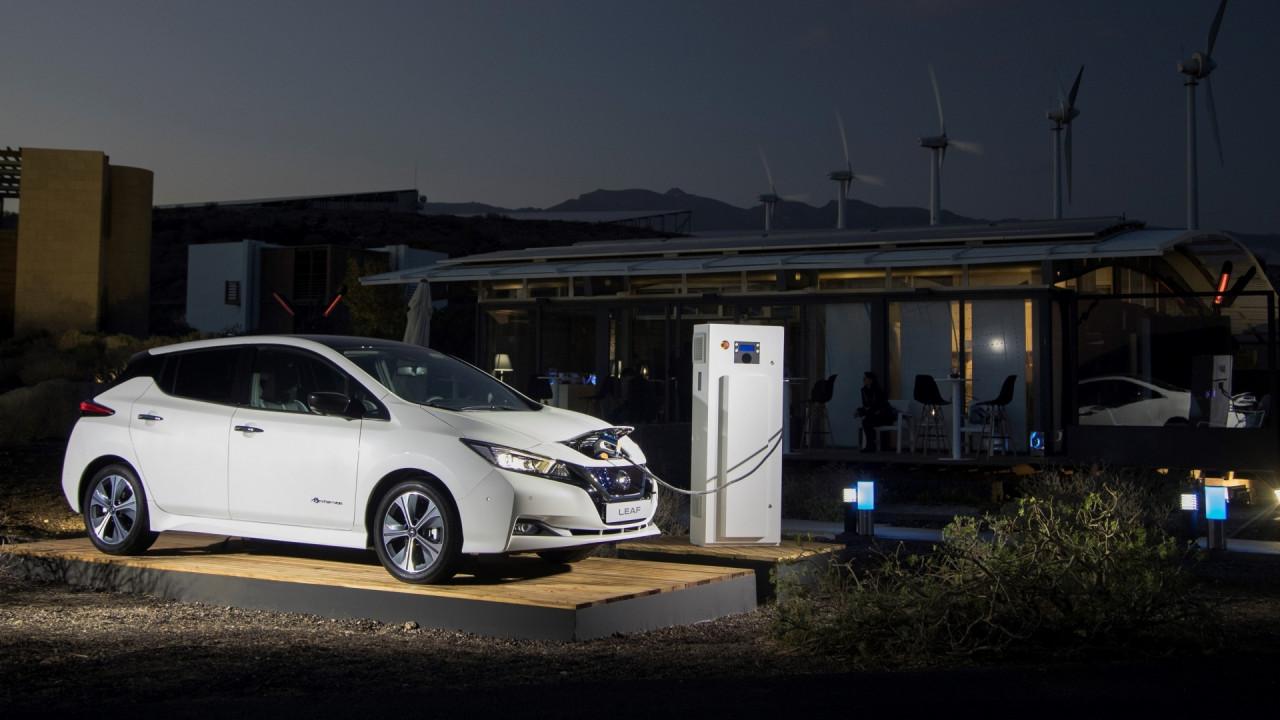 [Copertina] - Nissan, l'auto elettrica come fonte di guadagno