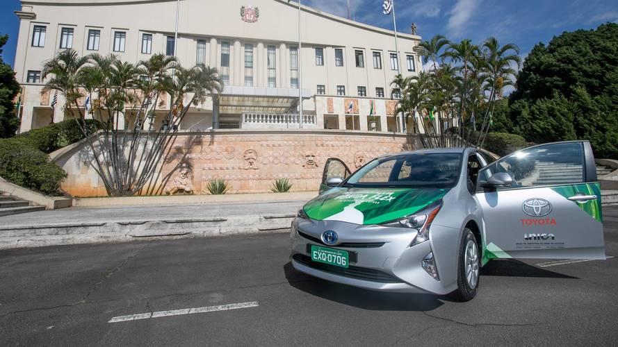 """Toyota présente la Prius hybride """"flex"""" essence et éthanol"""