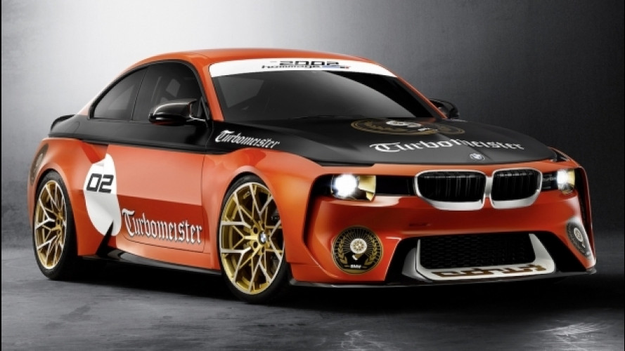 BMW 2002 Hommage, a Pebble Beach vestita da corsa