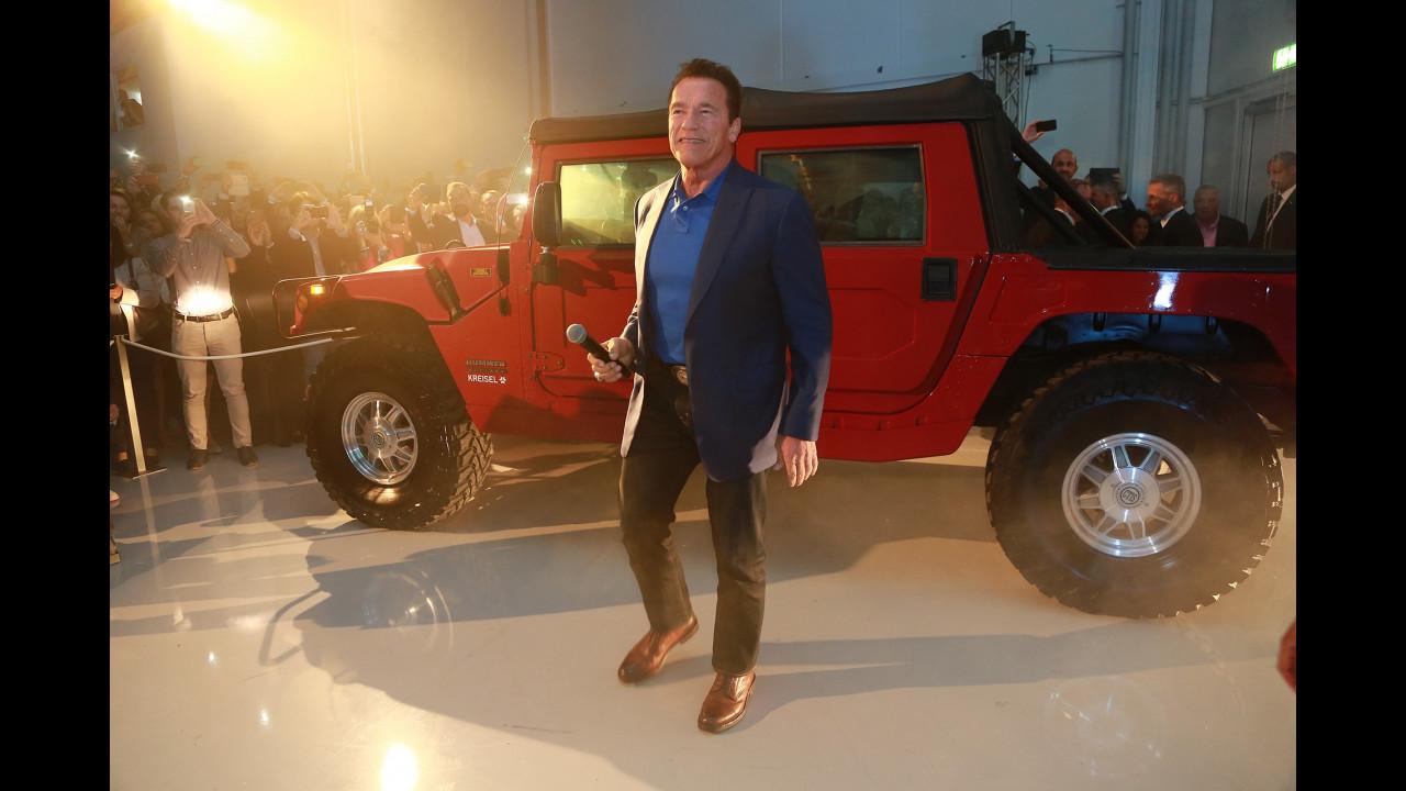 Schwarzenegger e l'Hummer H1 elettrico