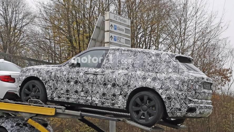 Rolls-Royce Cullinan trailer spy photos