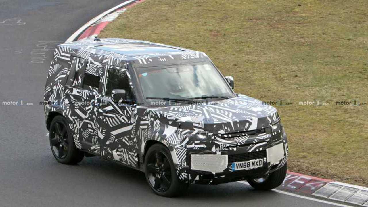 Land Rover Defender spiato su Nurburgring