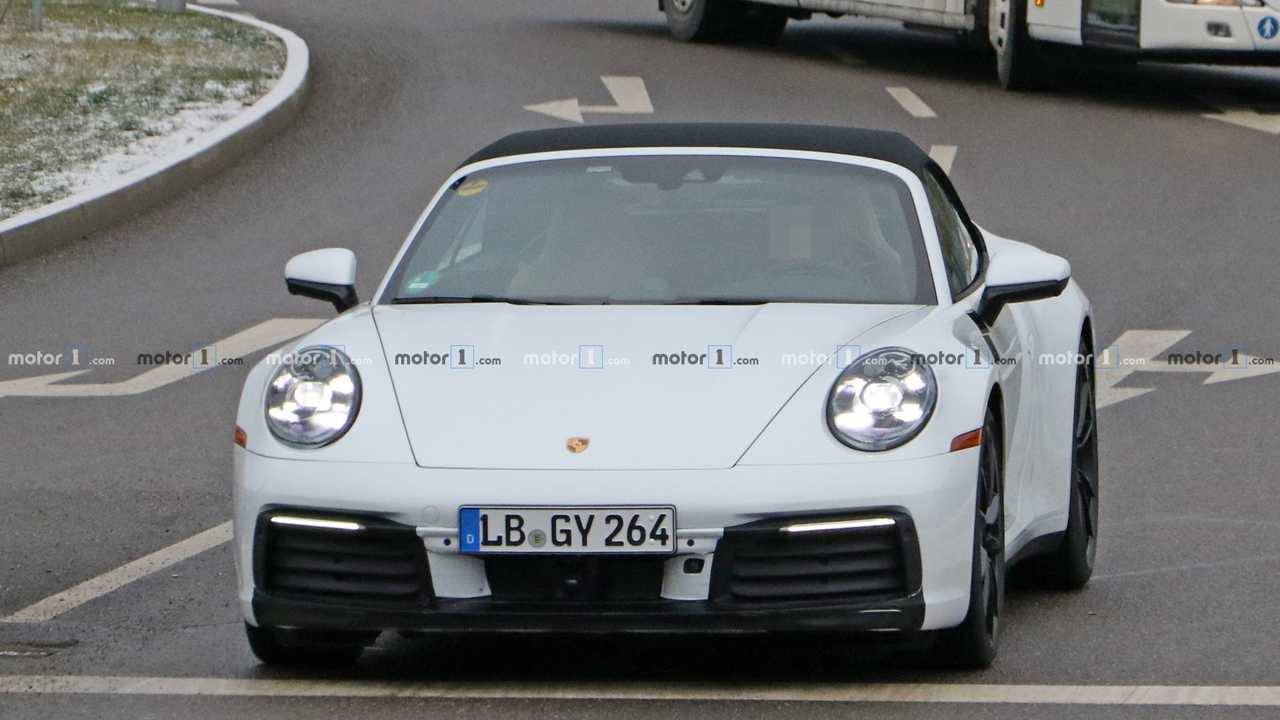 New Porsche 911 Cabrio spy photo