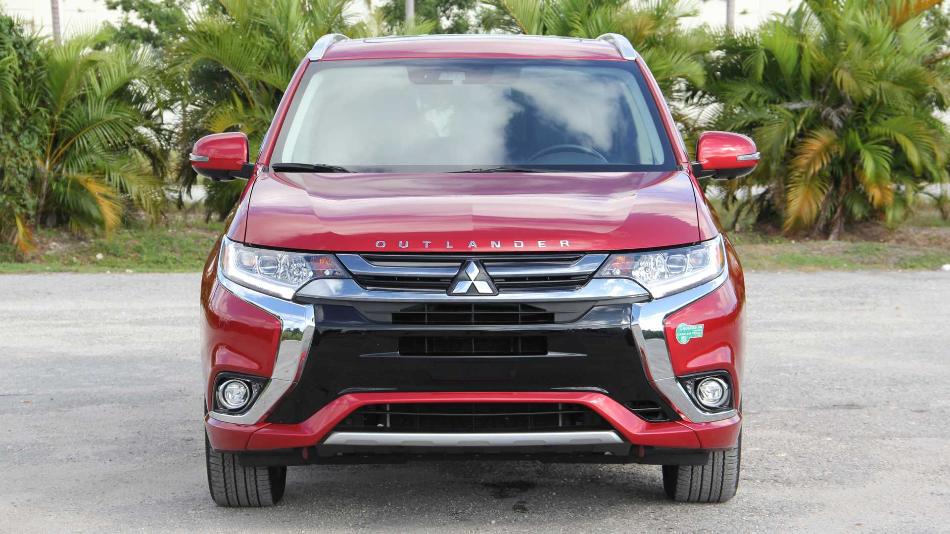 2018 Mitsubishi Outlander PHEV GT Review: Plug It In, Plug It In