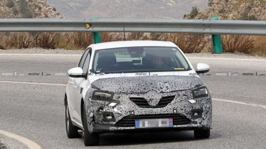Renault Megane facelift first spy photos