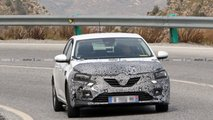 Renault Megane facelift first spy photos