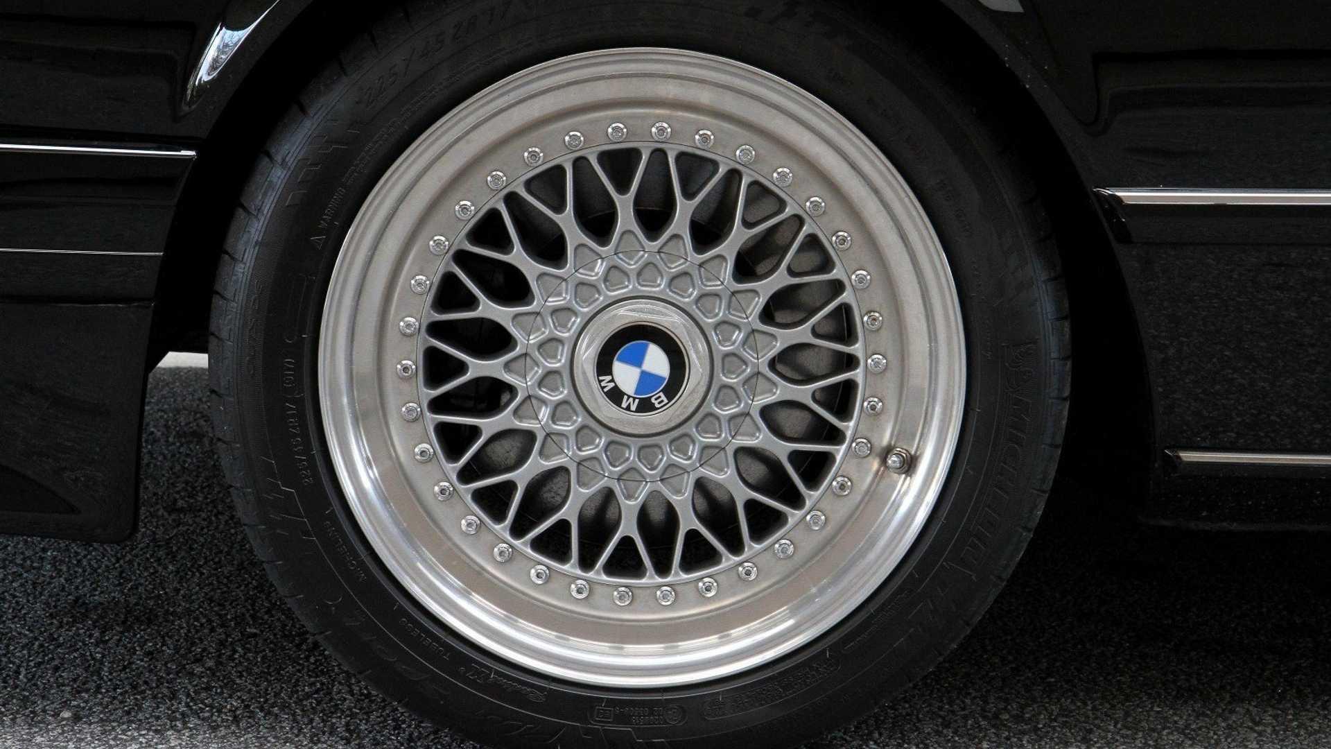 """[""""1986 BMW E24 M6""""]"""