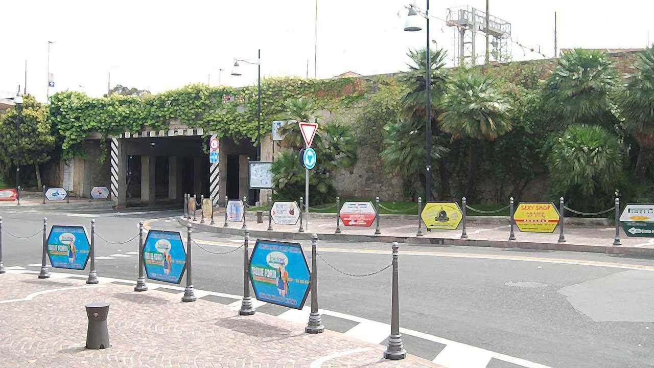 Copertina Transenne pedonali: sì alla pubblicità