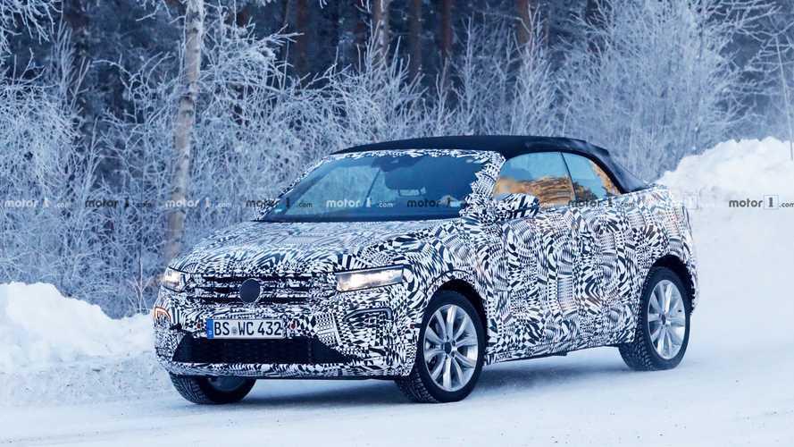 Volkswagen T-Roc, foto spia del SUV con la capote in tela