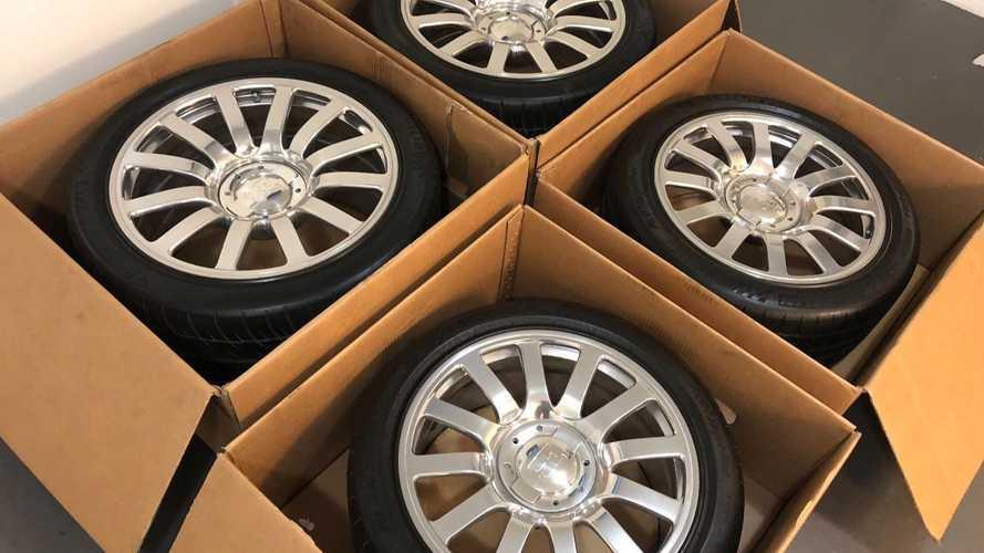 À vendre quatre pneus de la Bugatti Veyron à 100 000 dollars