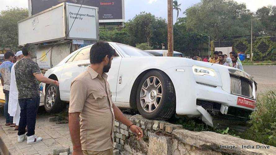 A rendszámát sem kapta meg, máris összetörte Rolls-Royce-át egy tulajdonos