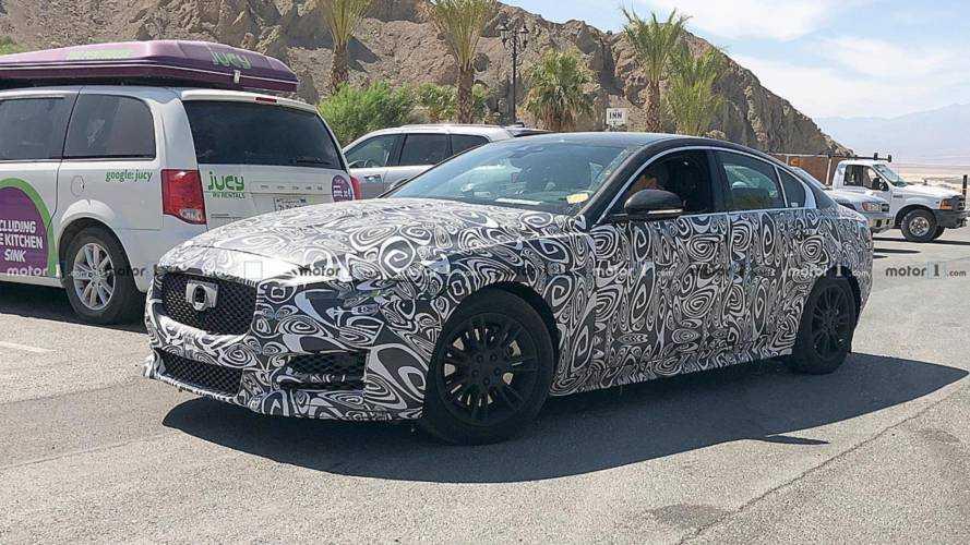 Güncellenen Jaguar XE ağır kamuflajıyla görüldü