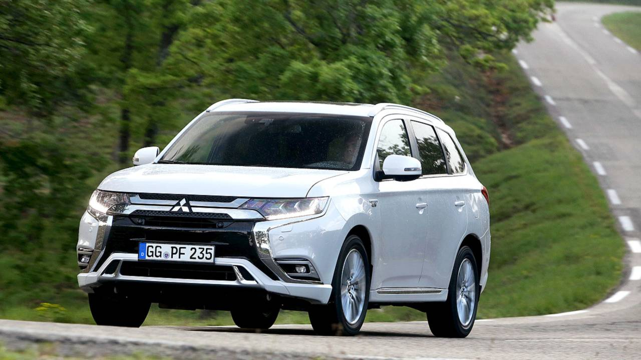 mitsubishi outlander phev 2019 test photos. Black Bedroom Furniture Sets. Home Design Ideas