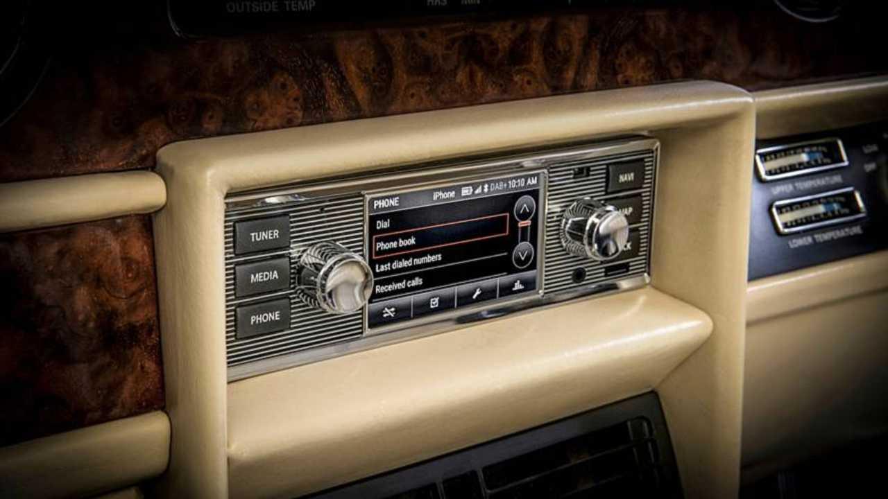 Jaguar Land Rover Retro Bilgi Eğlence Cihazı