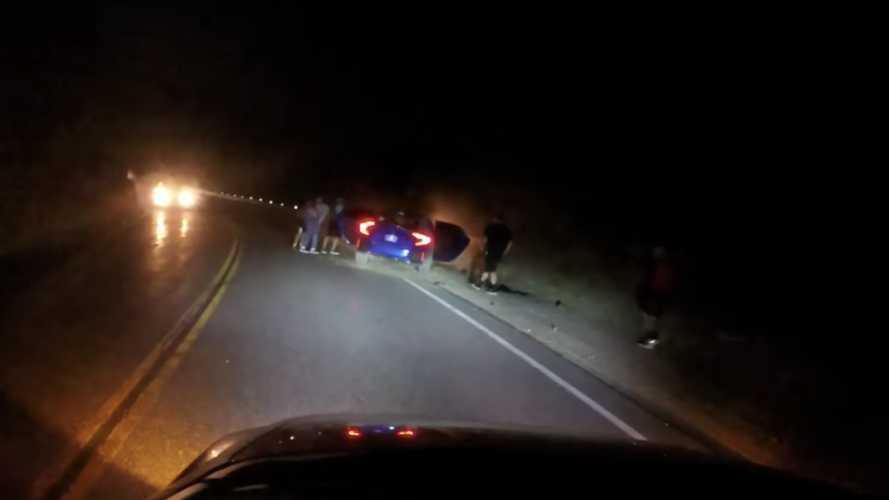 Arkadaşlarına hava atan Honda Civic sürücüsü kaza yaptı