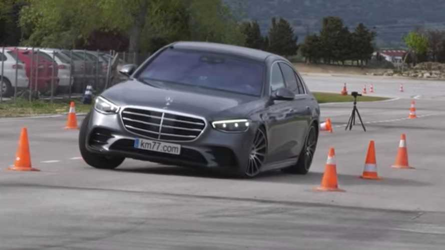 Watch How 2021 Mercedes S-Class Performs In The Moose Test