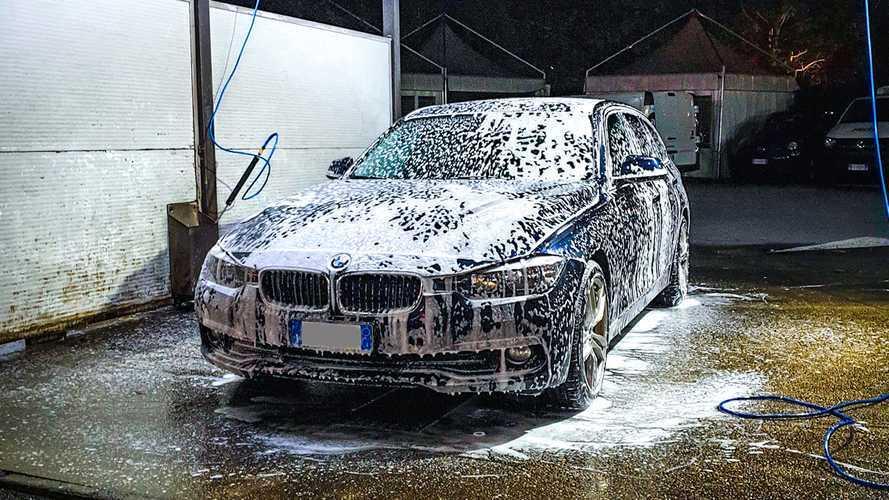 Lavare la macchina in zona rossa? Perché non si può e cosa si rischia