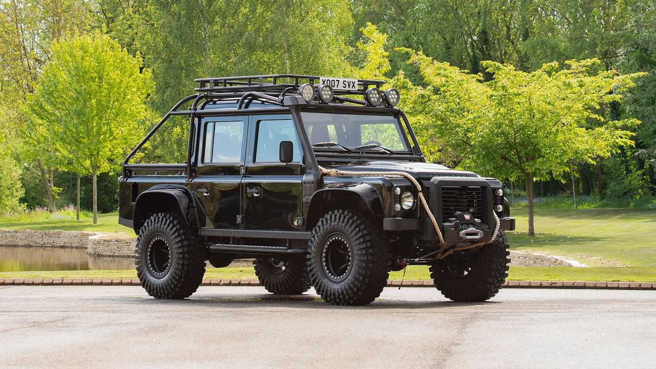 Land Rover Defender 110 007 di Fim Spectre.