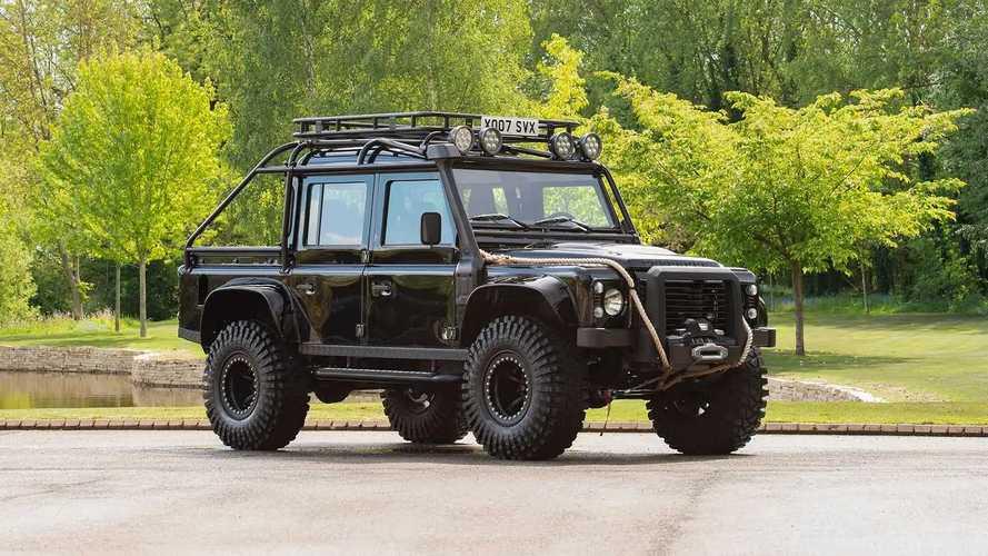 Land Rover Defender, in vendita quello usato in 007 Spectre
