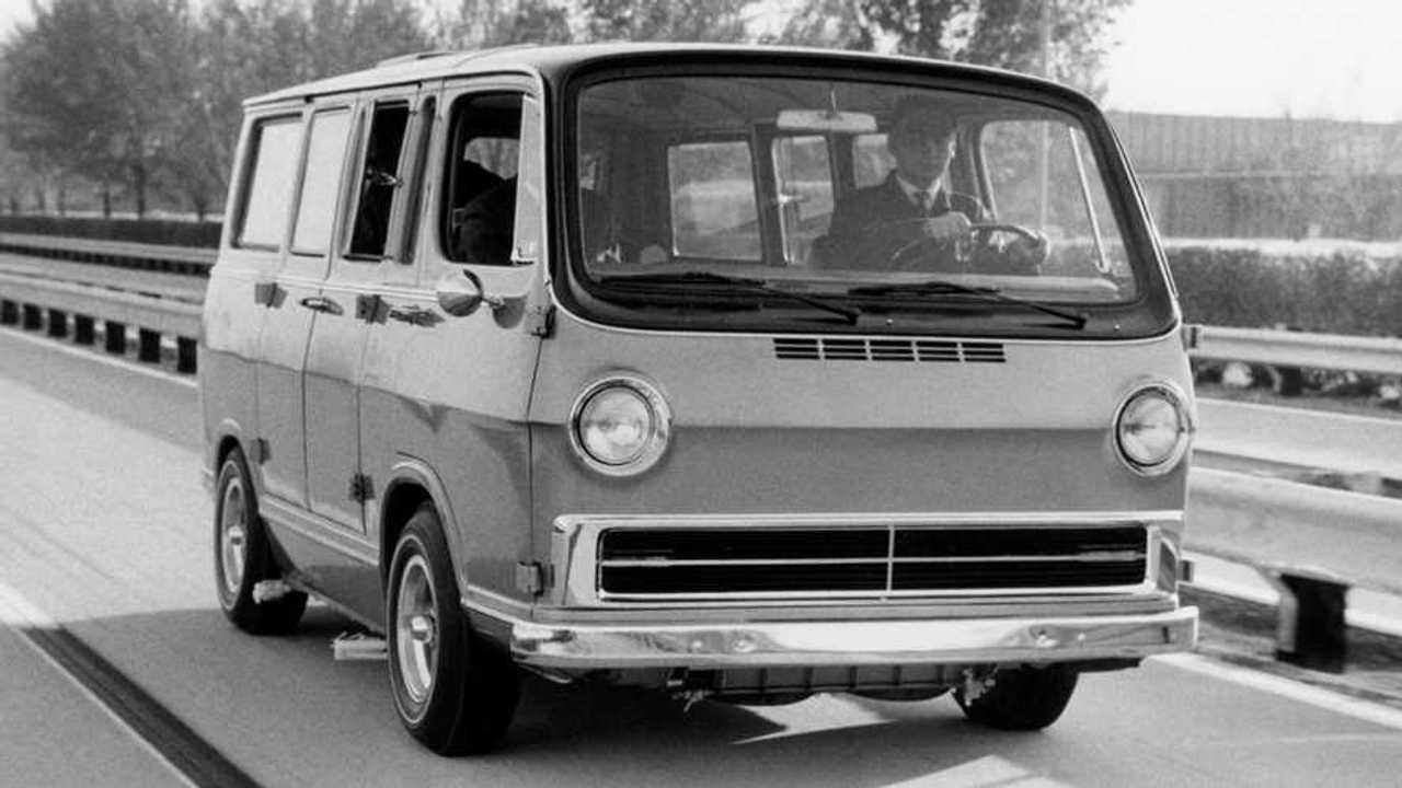 GM Electrovan 1966 su strada