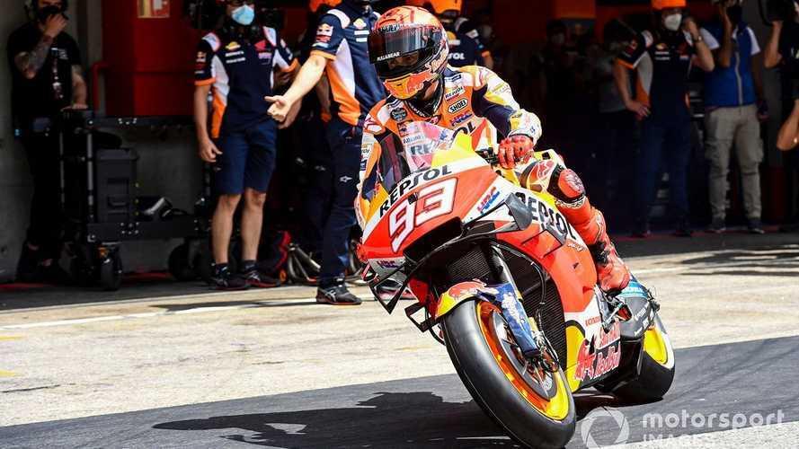 Los médicos no han dejado a Márquez ir en moto desde Portugal