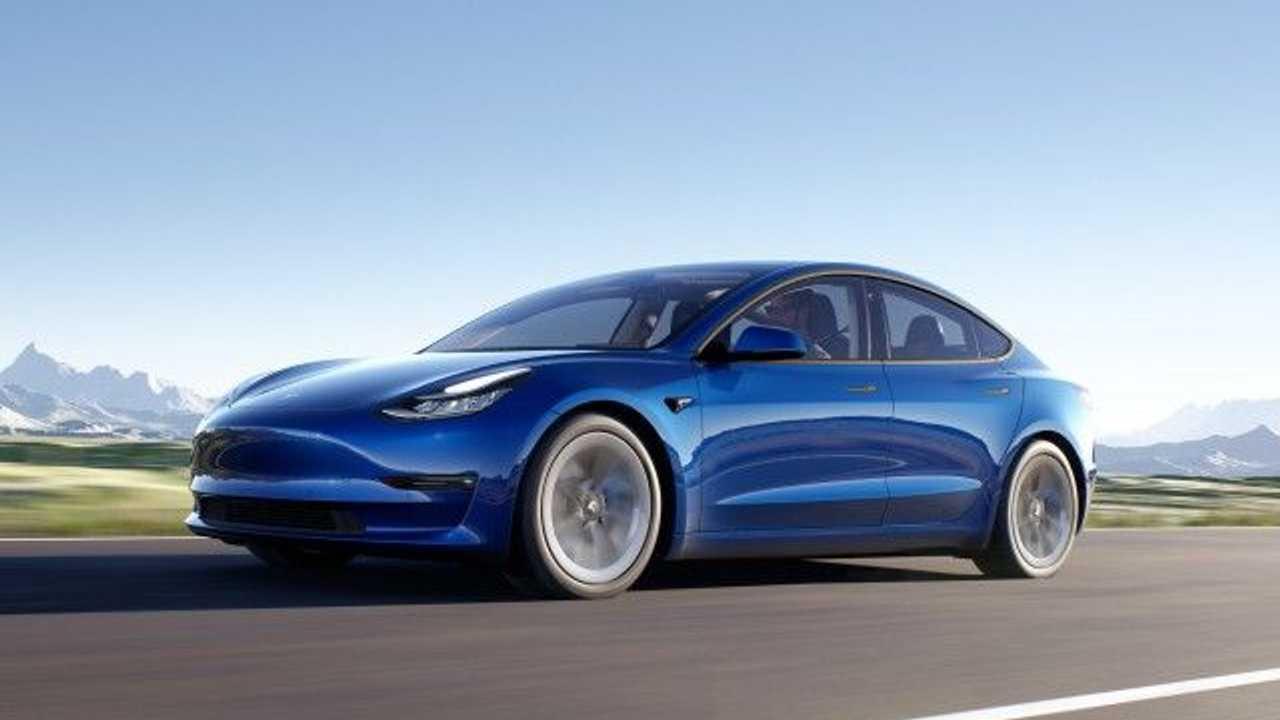 Tesla-Model-3-blue-2021-640x365