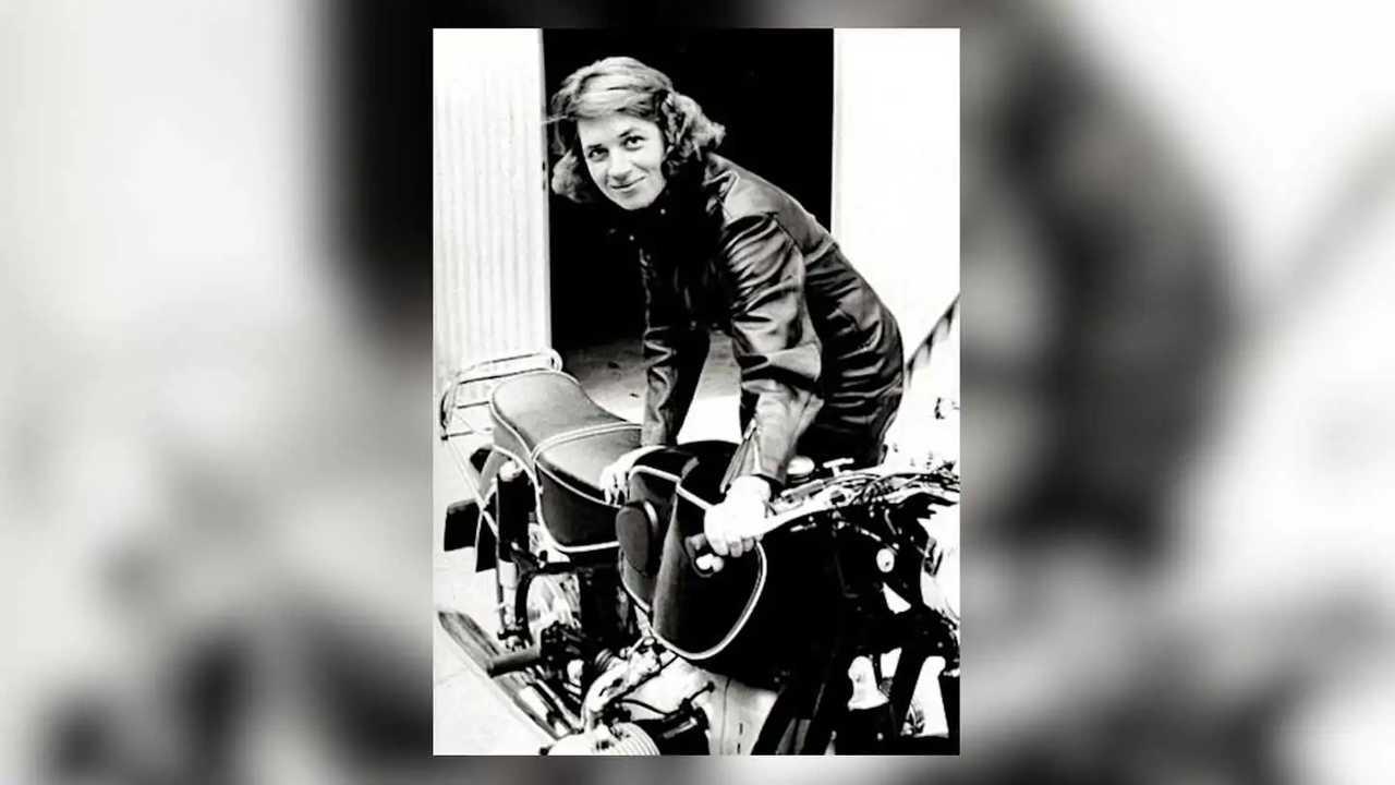 Anke-Eve Goldmann - Next To Bike