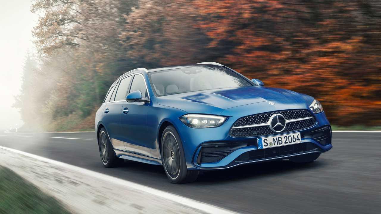 2022 Mercedes C-Class Wagon front three quarter driving