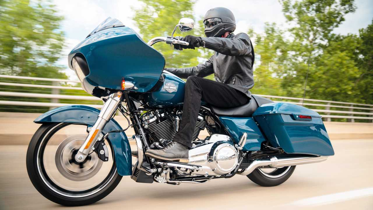 2021 Harley-Davidson Road Glide Special - Riding Alternate