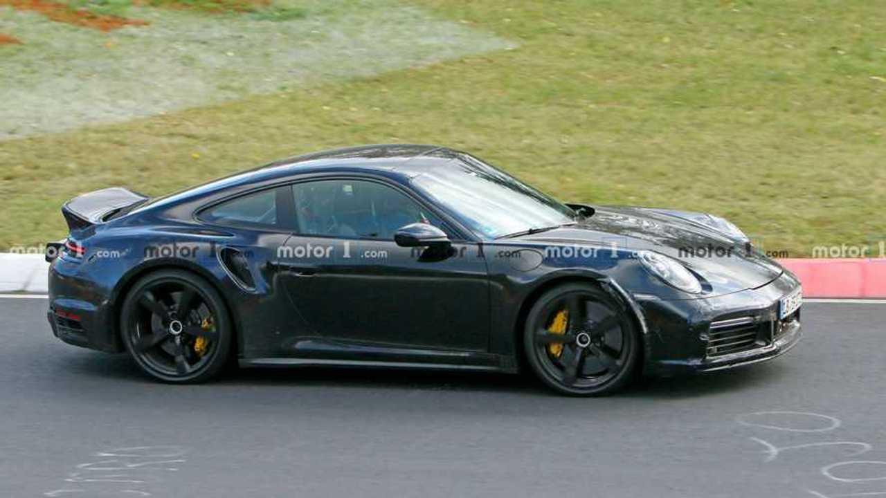İlginç Spoiler Tasarımına Sahip Porsche 911'den Yeni Casus Fotoğraflar