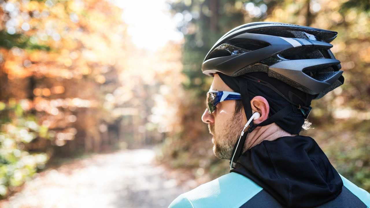 Ban on cyclists wearing headphones