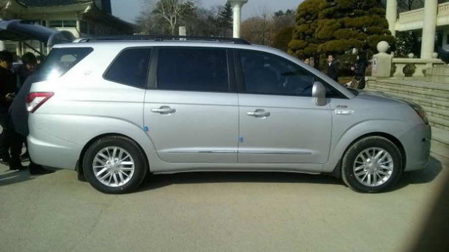 2014 SsangYong Rodius photographed completely undisguised