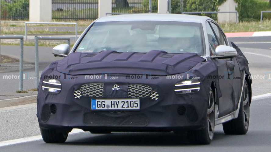 2021 Genesis G70 facelift spy photos