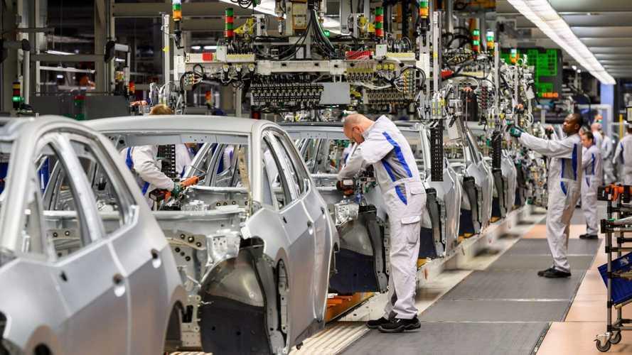 Auto, industria al giro di boa, ma si continua a puntare sull'elettrico