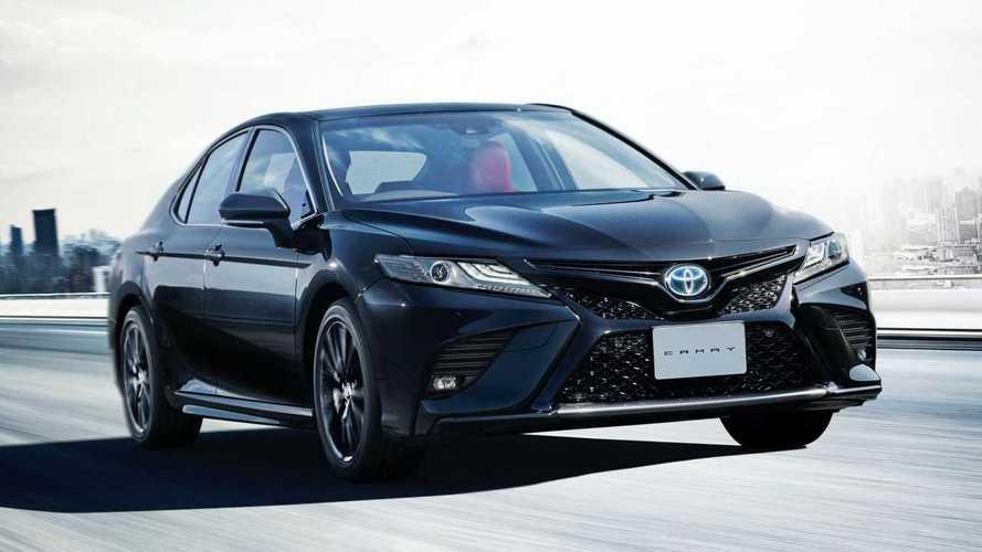 Toyota Camry híbrido ganha visual exclusivo com série Black Edition