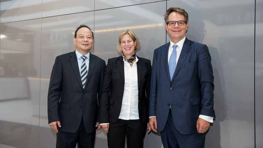 Daimler Selects CATL As Global Battery Cell Supplier For Trucks
