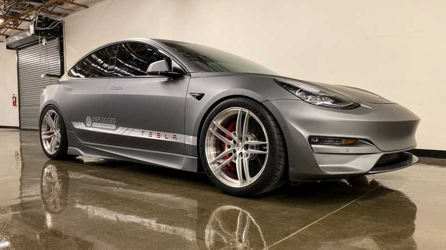 Tesla Model 3 by Unplugged Performance, un eléctrico casi de carreras