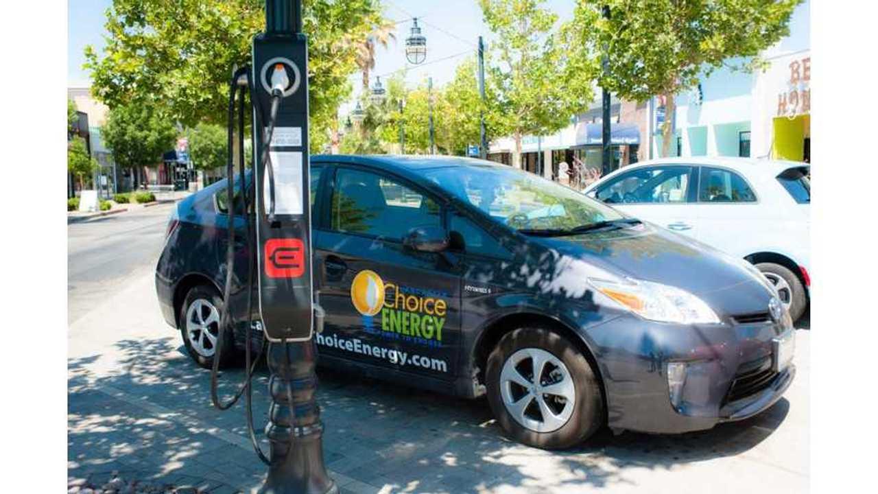 Ebee Smart Technologies's streetlight charging station in City of Lancaster, CA