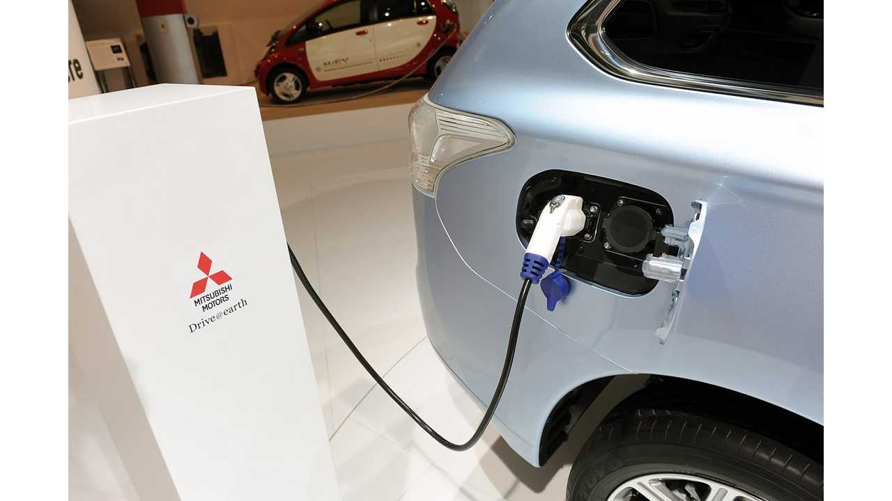 How To Charge Mitsubishi Outlander PHEV (Video)
