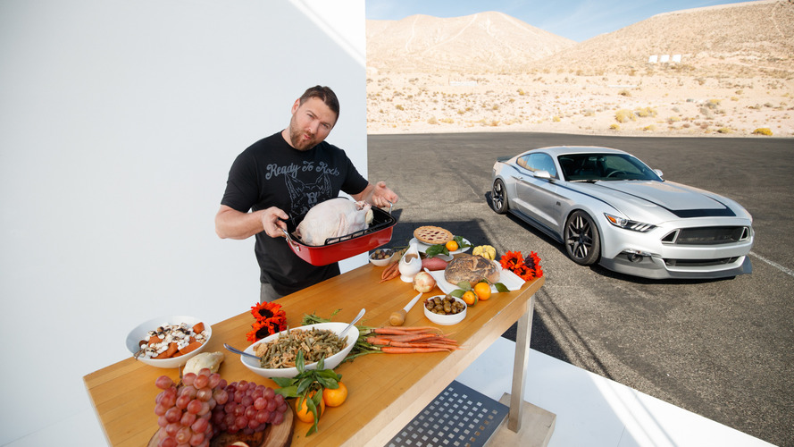 Bu yılın hindisini otomobilinizle pişirmeye ne dersiniz?