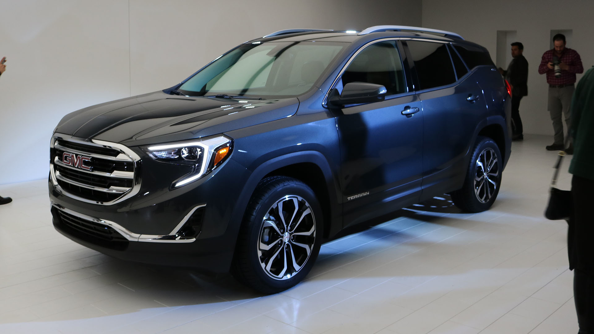 2018 GMC Terrain: Redesign, New Platform, Engines, Price >> 2018 Gmc Terrain Starts At 25 970 Denali Loaded With Tech