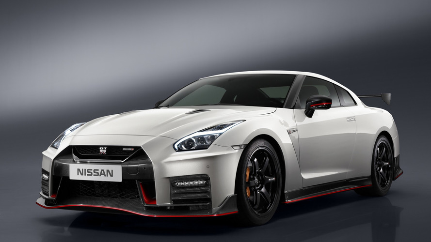 2017 Nissan GT-R NISMO gets the regular model's updates