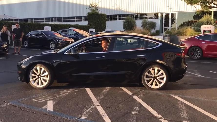 La première Tesla Model 3 de série en vidéo !