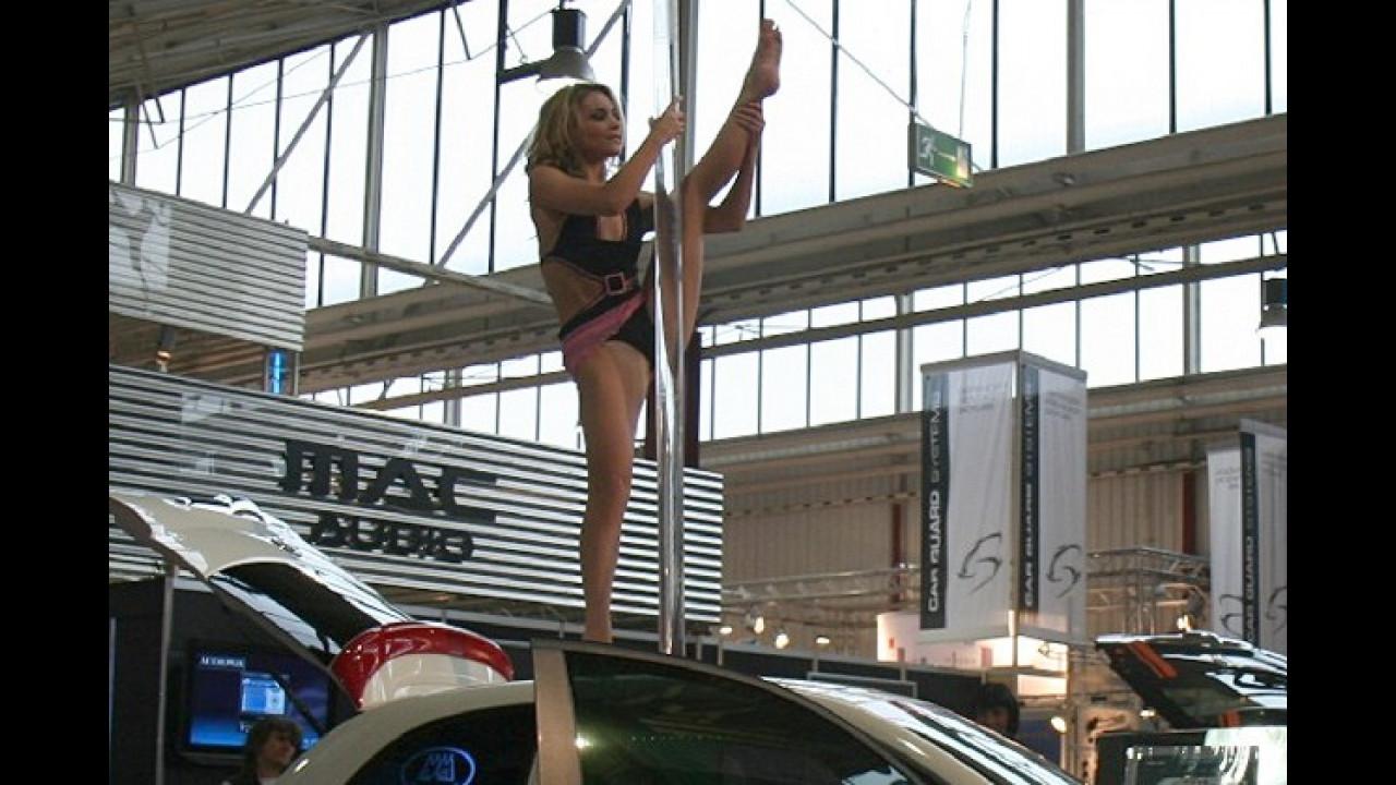 Schlechte Aerodynamik: Damen auf dem Dach erhöhen den Spritverbrauch