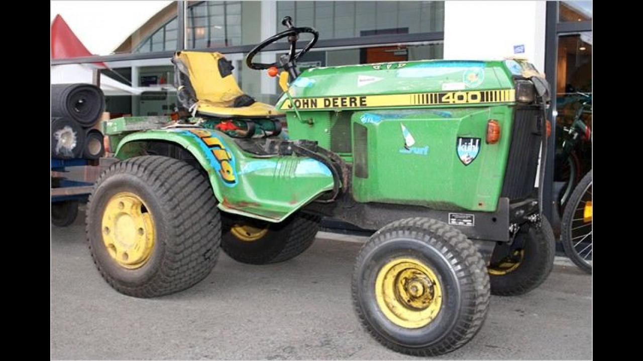Die ersten Tuningmaßnahmen an dem John Deere Traktor sind die breiteren Hinterreifen