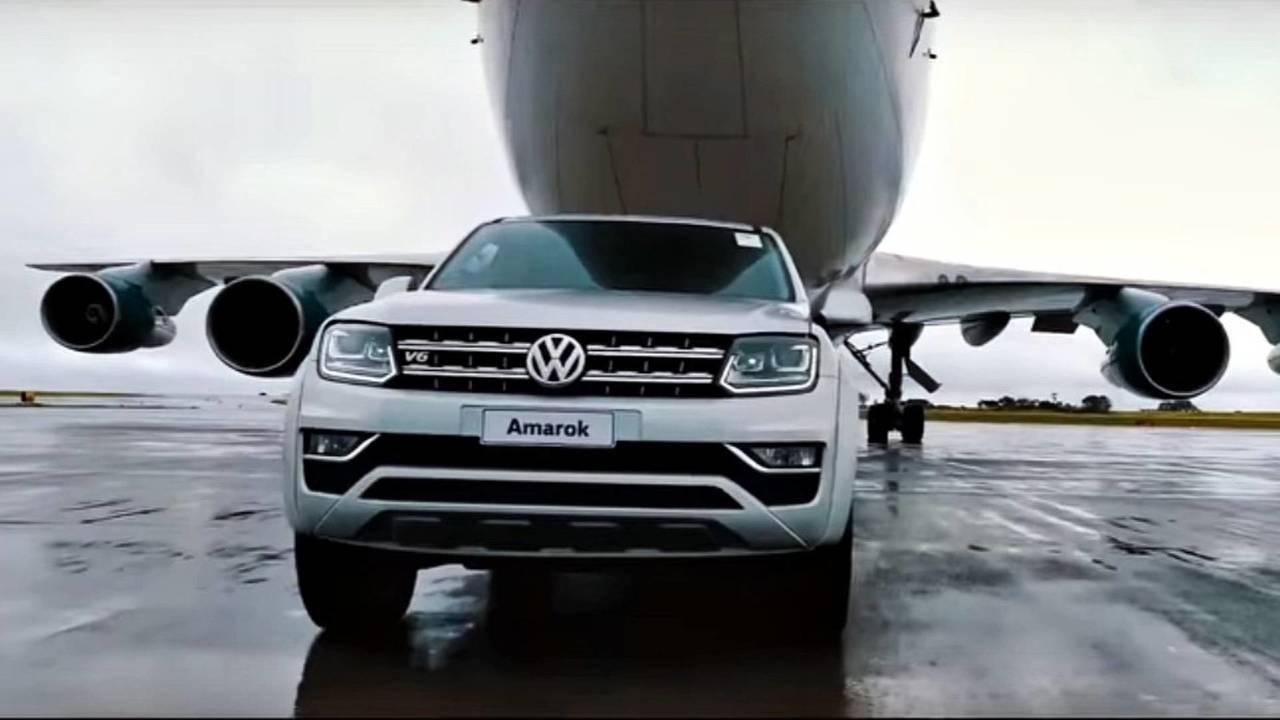 Volkswagen Amarok V6 puxa Boeing 747