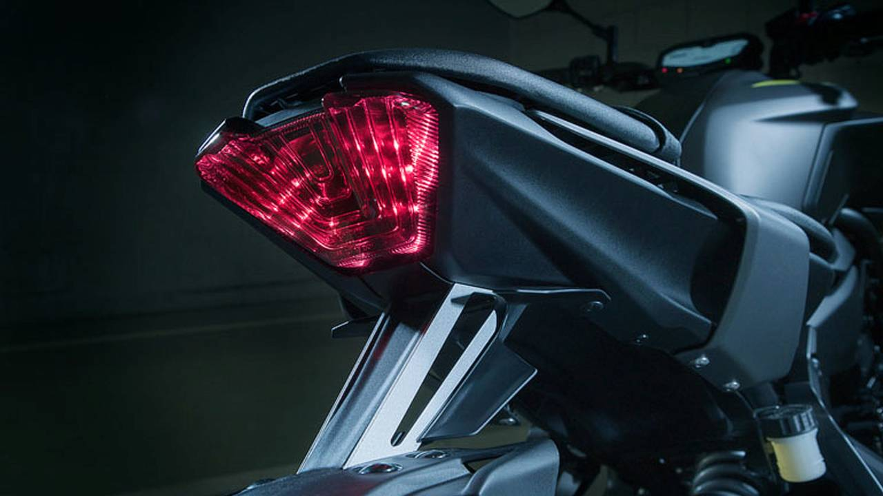 A bold and bright Transformer-like LED tail lamp helps you stand out on the road.